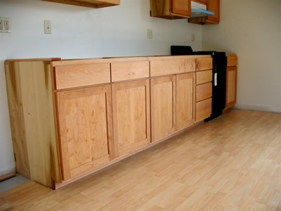 Gallery page 3 apartment kitchen cabinets in poplar - Poplar wood kitchen cabinets ...